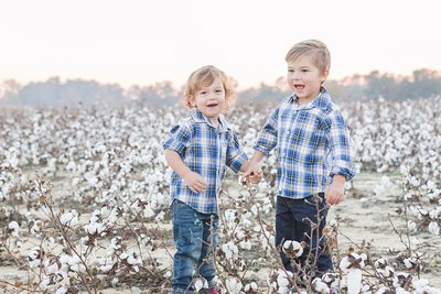 Family-photos-in-Cotton-Field-in-Holly-Springs-NC-by-Family-Photographer-Traci-Huffman-Photography-Worthington-00010