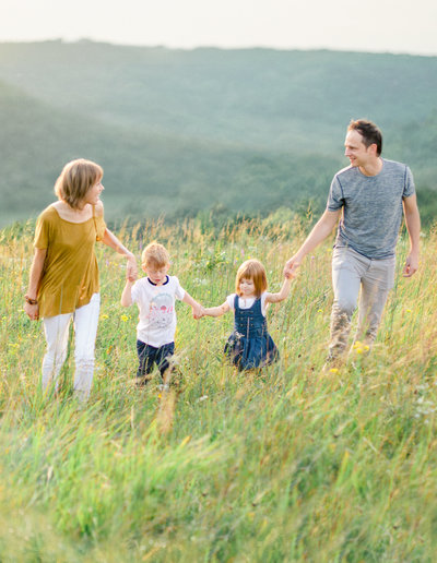 great river bluff state park minnesota adventure family photography in green summer hills