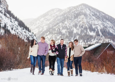 Winter-Family-Photos-in-the-Mountains-of-Colorado-3