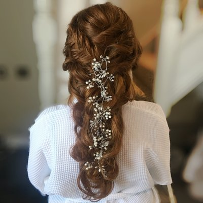 gorgeous hairstyling for wedding day. Bride with long hair