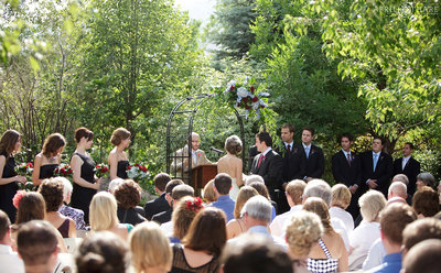 Outdoor-Garden-Wedding-in-Boulder-Colorado-at-Greenbriar-Inn