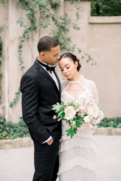 Fine art white and blush wedding at the Swan House in Atlanta by Liz Andolina Photography