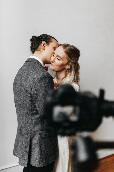 athena-and-camron-embracing-connection-masterclass-posing-couples-wedding-photography-bts-3