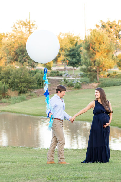 expecting parents gender reveal balloon