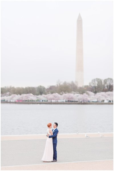 washington-monument-cherry-blossom-dc-engagement-photo
