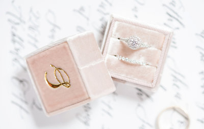 resized-mrs-ring-box-with-wedding-letter-gold