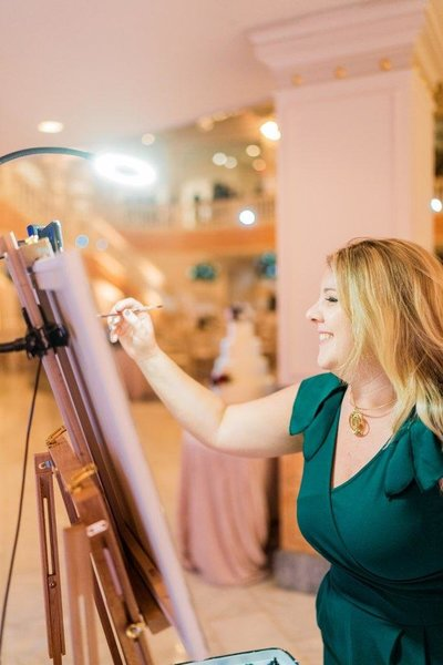 Live wedding painter Brittany Branson painting at the National Museum of Women in the Arts
