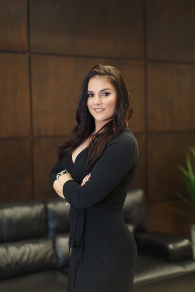 Bombshell-Female-Business-Portrait