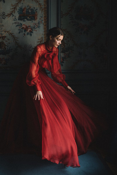 JoanneFlemingDesign-red-silk-dramatic-wedding-dress-davidwickhamphoto (8)