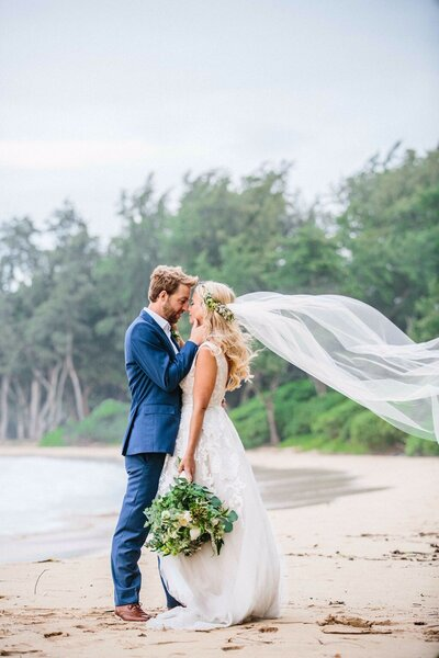 Hawaii-beach-wedding-botanical-bouquet