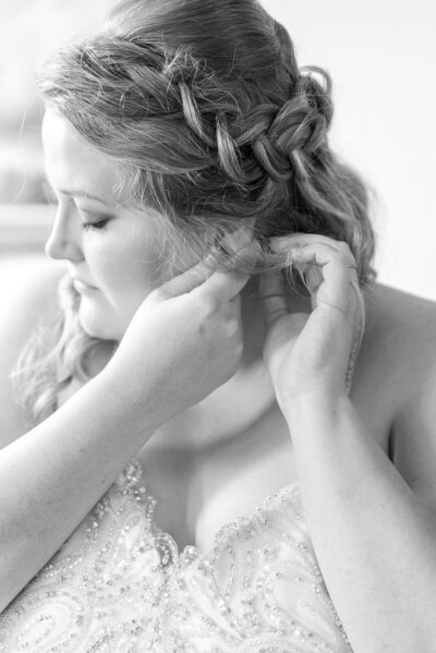 Sara-Ken-Wedding-Getting-Ready-BW-159