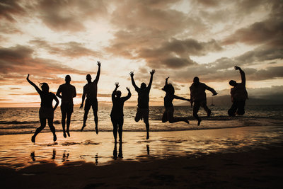 Maui_Photographer_Jumping_Family