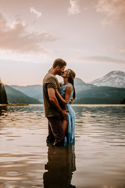 sparks-lake-oregon-couple-photographer-elopement-bend-lakes-bachelor-sisters-sunset-5915