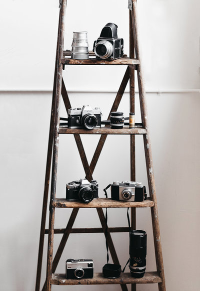 A+C-brandshoot-33-WEB-seattle-wedding-couple-photographer-photo-ladder-film-cameras-camera-hipster-cool-aesthetic-white-brown-wood