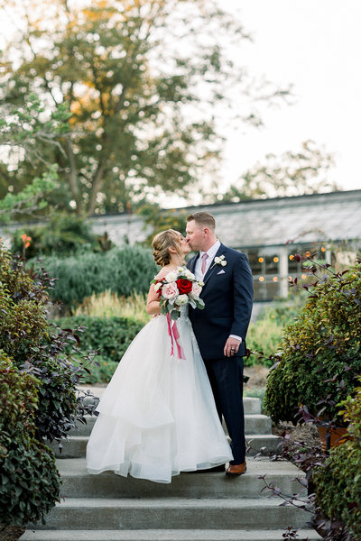 Lizzie Baker Photo_Halle & Ben_Yew Dell Botanical Garden Wedding_Louisville Wedding Photographer-955