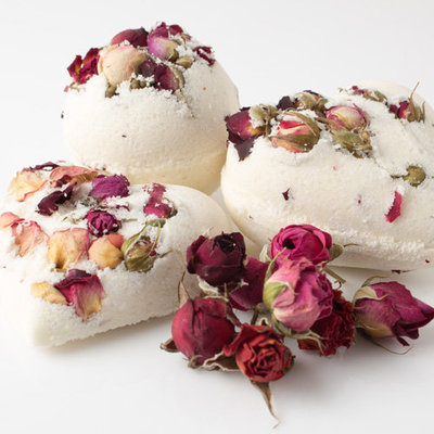 rose bud bath bomb hearts