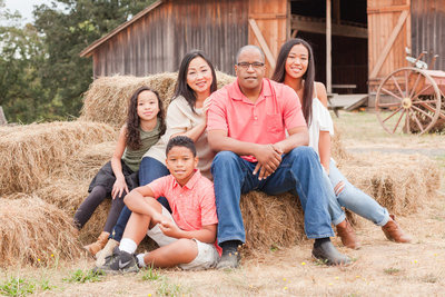 Fall Family photo session at Champoeg State Park in Newberg, Oregon