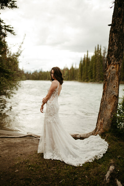 fairmont chateau lake louise elopement by moments by madeleine weddings covid elopement intimate wedding calgary elopement