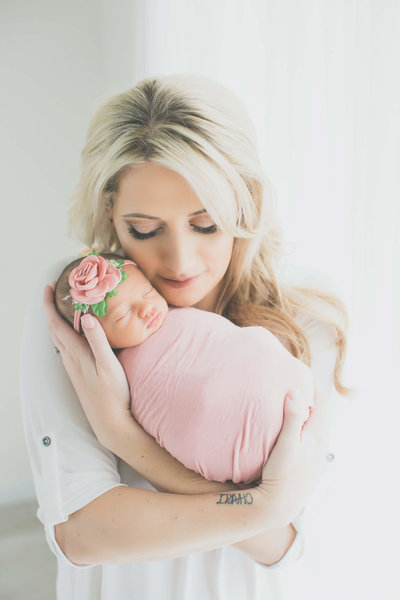 gorgeous mama and newborn portraits