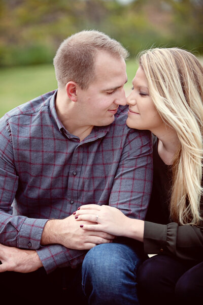 des-moines-engagement-photographer