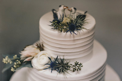 Wedding cake with unique wedding cake topper