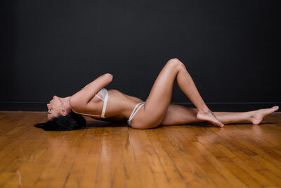 Elegant Boudoir Poses Ideas