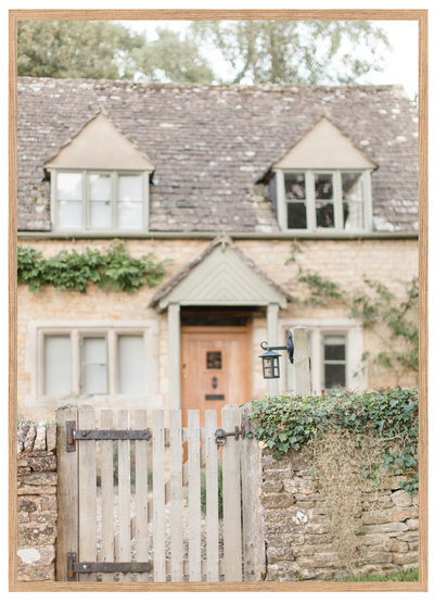 Charming Cottage Single Frame
