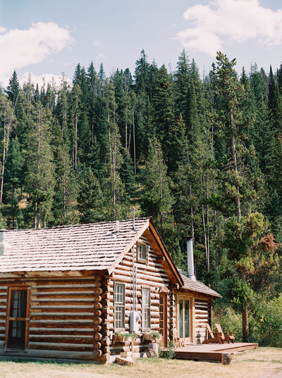 320 Ranch Cabin photographed by Orange Photographie, MT Wedding Photographers