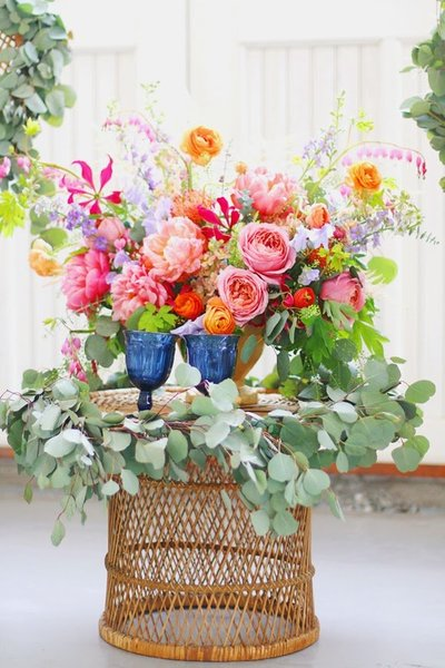 coral, pink and orange organic and garden style table arrangement