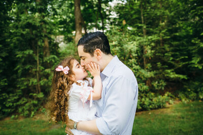 Boston  Family Lifestyle Photographer dad and daughter kissing-1