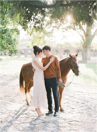 Engagemnet session in Mexico with a horse
