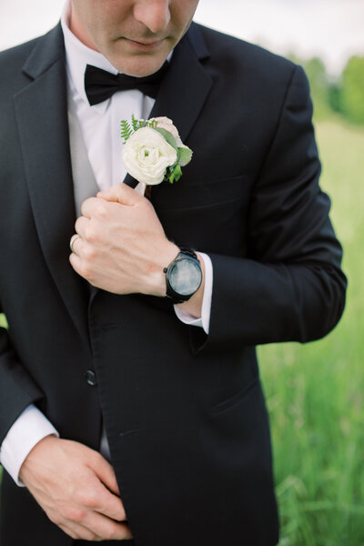 Groom's details at his wedding day at Hydrangea Blu Barn in Rockford, Michigan. Photo by Grand Rapids wedding photographer Cynthia Boyle
