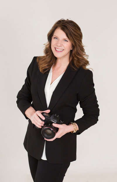 Headshot of photographer, Michele with one L