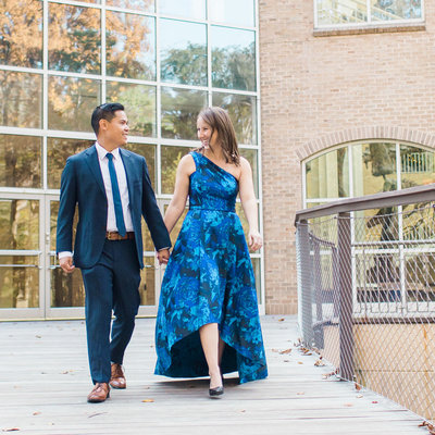 Wondering what to wear for your engagement photos?  Top photographer Rebecca Cerasani  has some ideas!