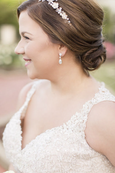 Wedding earrings and jewelry for pluz-size brides