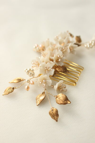 Bride Amber floral comb and hair pin set in gold and blush 3