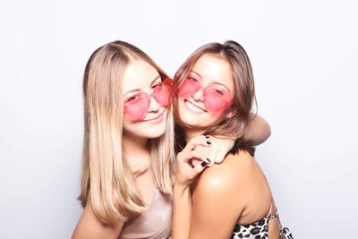 sorority-philadelphia-photo-booth-fun-white-backdrop