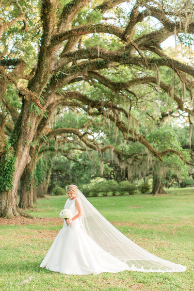 Renee Lorio Photography South Louisiana Wedding Engagement Light Airy Portrait Photographer Photos Southern Clean Colorful14