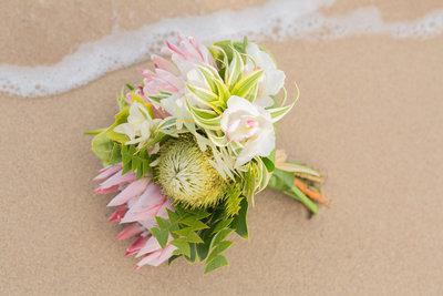 Find Oahu wedding flowers perfect for Oahu wedding packages.
