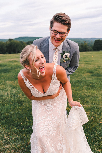 new york wedding photographer capturing candid photo at s&s farm and brewery