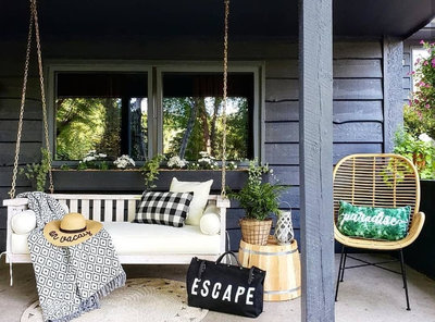 pine-hollow-hideaway-porch-swing