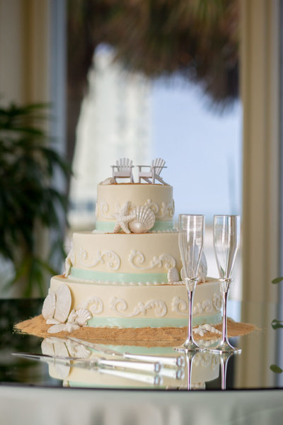 Myrtle Beach themed wedding cake with seashells and starfish