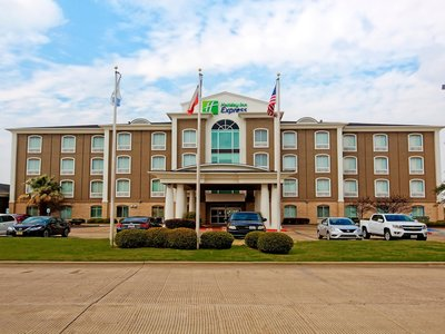 holiday-inn-express-and-suites-corsicana-4968070519-4x3
