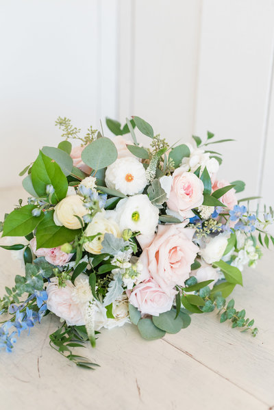 Grand Ivory Romantic Florals