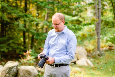 Wedding photographer Mike Grant holding his camera