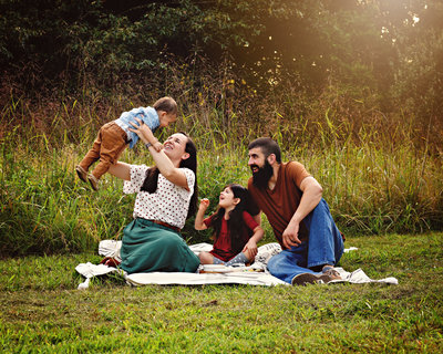 Family in outdoor lifestyle picnic session