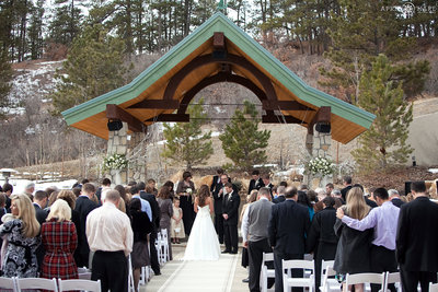Pretty-Outdoor-Winter-Wedding-in-Colorado-at-Cielo-at-Castle-Pines