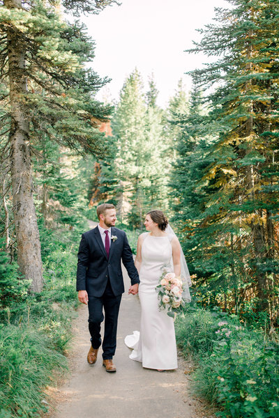 The-Many-Glacier-Hote-Wedding-LibbyandAndrew-32