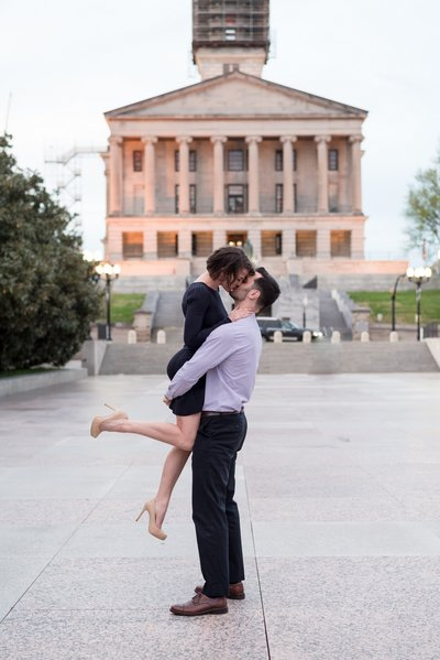 War-Memorial-Auditorium-Downtown-Nashville-City-Engagement-Session-Nashville-Wedding-Photographer+1