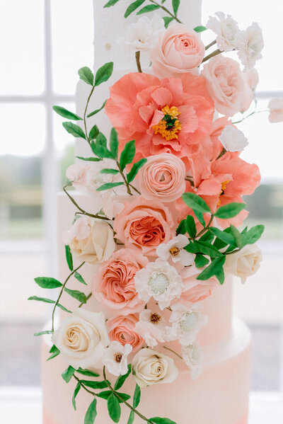 5 tier coral and blush Blenheim Palace wedding cake | MonAnnie